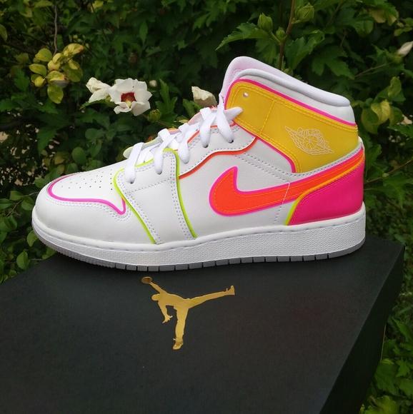 neon air jordan 1